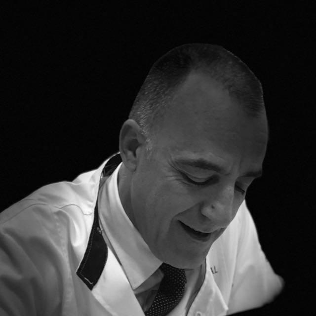 Dr Jesús Espinosa Kixxdental - Jespicar